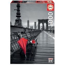 Puzzle 1000 GUARDA-CHUVA VERMELHO, PONTE DE BROOKLYN COLOURED BLACK AND WHITE